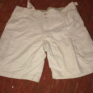 Izod salt water Chino's men's shorts. Sz 42 NWT
